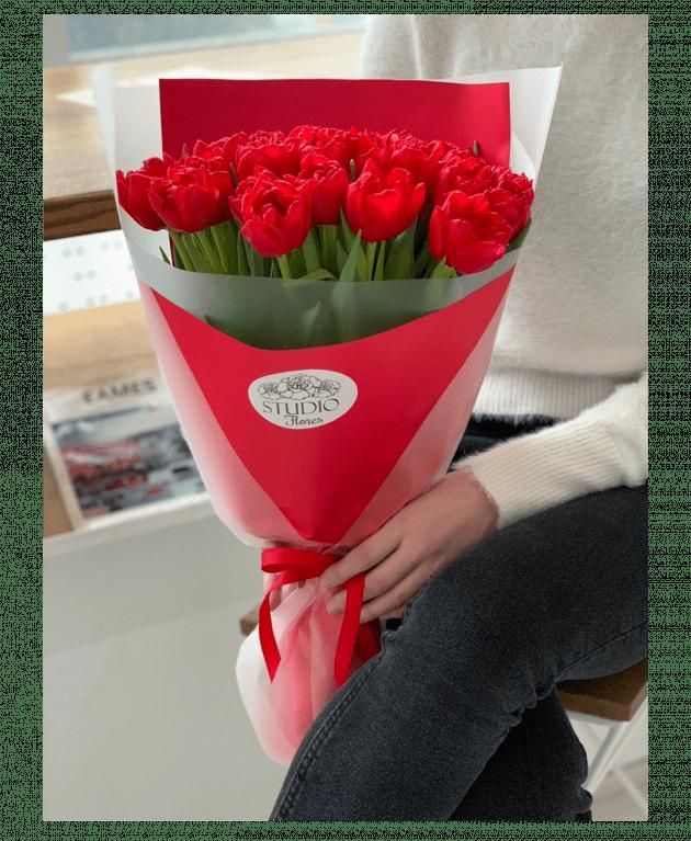 Букет з двадцяти п'яти тюльпанів – Інтернет-магазин квітів STUDIO Flores