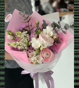Букет с ранункулюсами – Интернет-магазин цветов STUDIO Flores