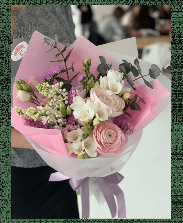 Букет з ранункулусами – Інтернет-магазин квітів STUDIO Flores