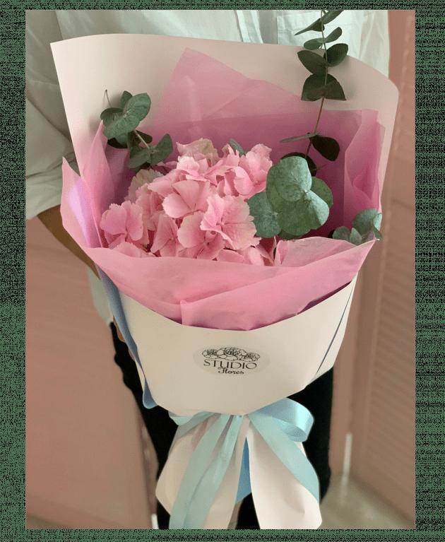Букет-комплімент з гортензією 1 – Інтернет-магазин квітів STUDIO Flores