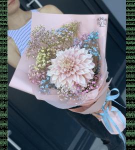 Bouquet with dahlias – Flower shop STUDIO Flores