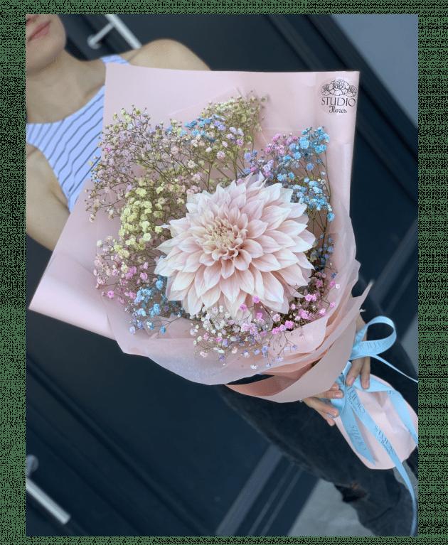 Букет з жоржиною – Інтернет-магазин квітів STUDIO Flores