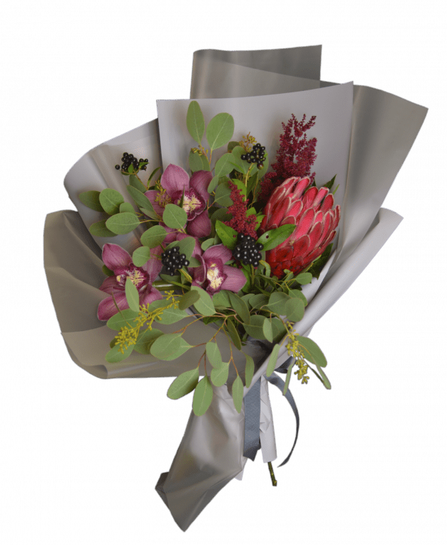Bouquet with protea – Flower shop STUDIO Flores