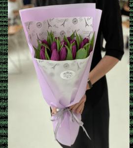 Букет 15 фиолетовых тюльпанов – Интернет-магазин цветов STUDIO Flores