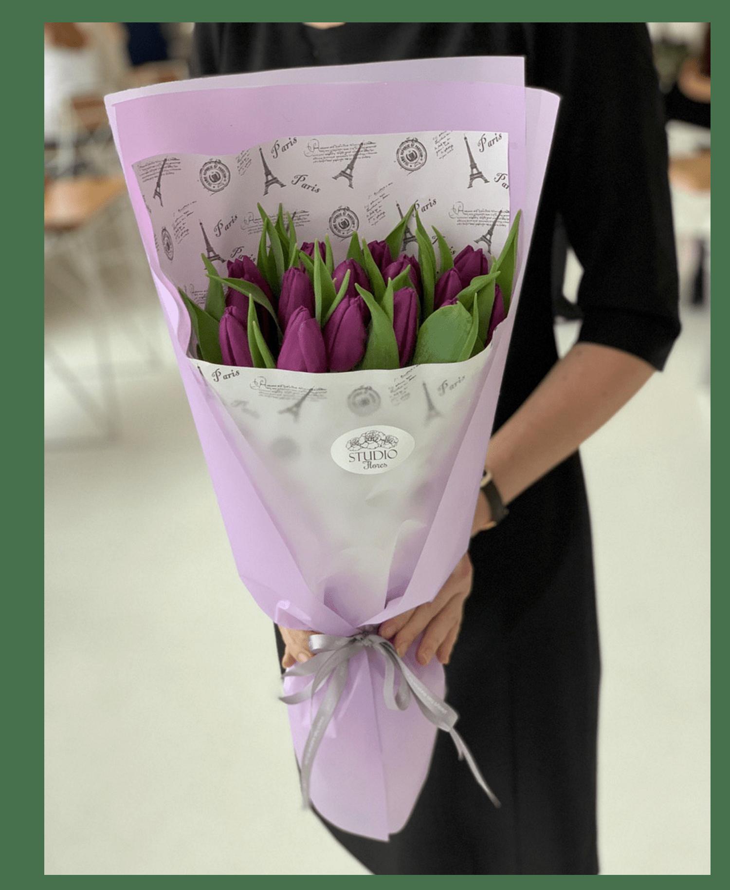 Букет 15 фиолетовых тюльпанов – Інтернет-магазин квітів STUDIO Flores