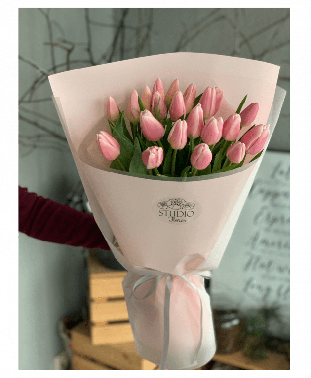 Twenty one tulips – Flower shop STUDIO Flores
