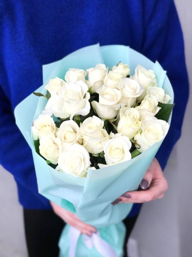 Букет девятнадцать белых роз – Интернет-магазин цветов STUDIO Flores
