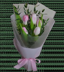 Букет тюльпанов с эвкалиптом – Інтернет-магазин квітів STUDIO Flores