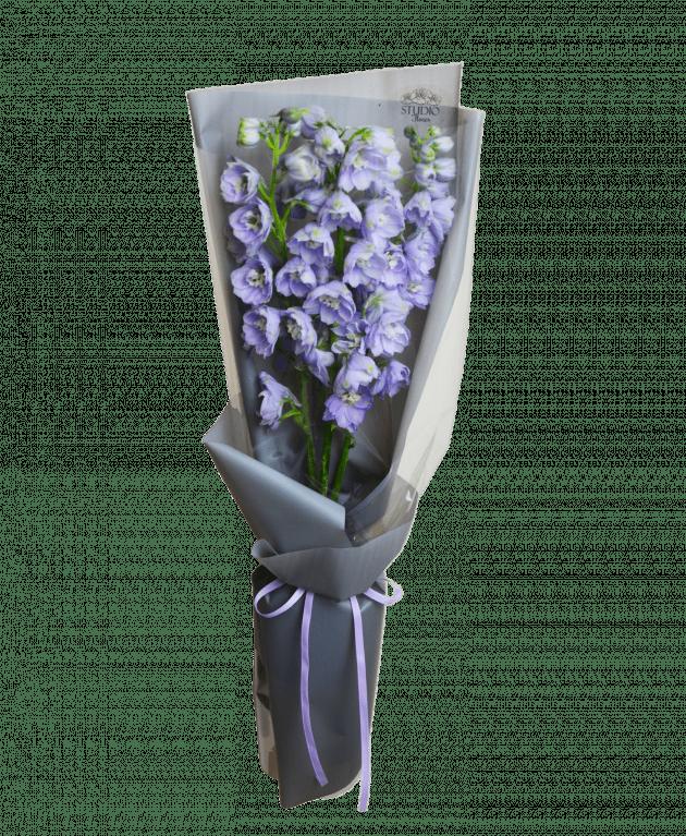 Букет с дельфиниумом – Интернет-магазин цветов STUDIO Flores