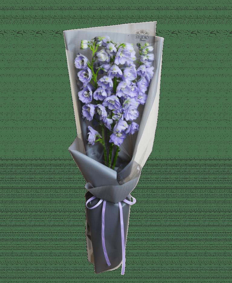 Букет з дельфініумом – Інтернет-магазин квітів STUDIO Flores