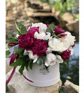 Explosion of peonies – Flower shop STUDIO Flores
