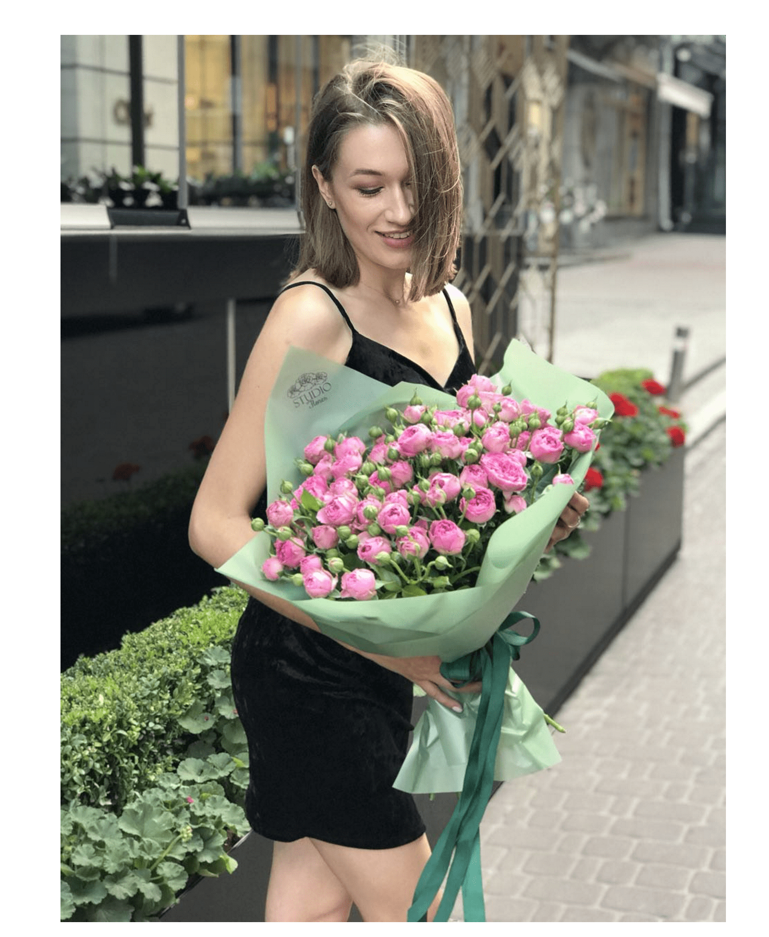 Букет 9 троянд Бомбастік – Інтернет-магазин квітів STUDIO Flores
