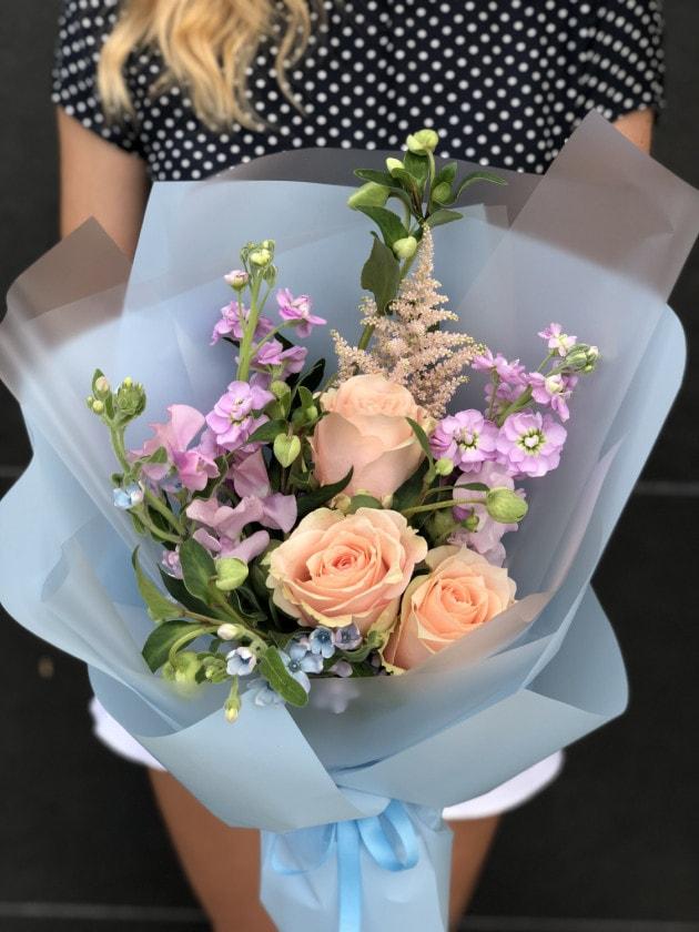 Букет Цветочный комплимент – Интернет-магазин цветов STUDIO Flores