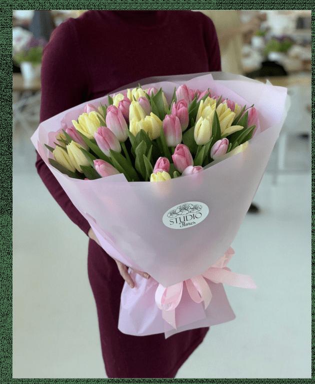 Букет 51 тюльпан – Інтернет-магазин квітів STUDIO Flores