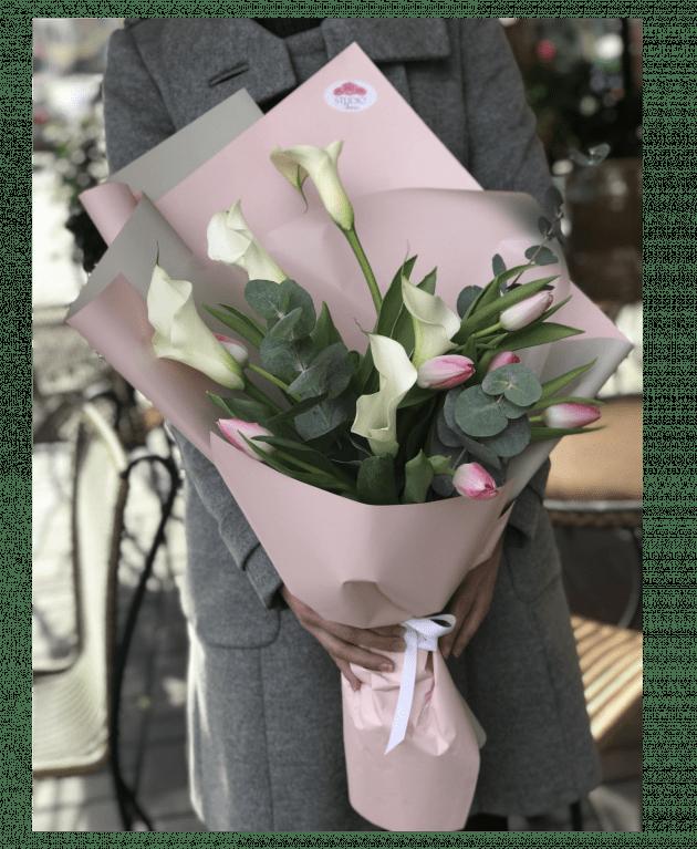 Букет с каллами – Интернет-магазин цветов STUDIO Flores