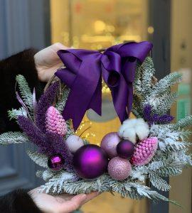 """Новогодний венок """"Пурпур"""" – Інтернет-магазин квітів STUDIO Flores"""