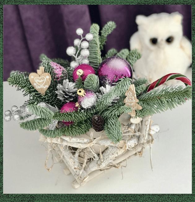 Зимовий букет з ялинковими іграшками
