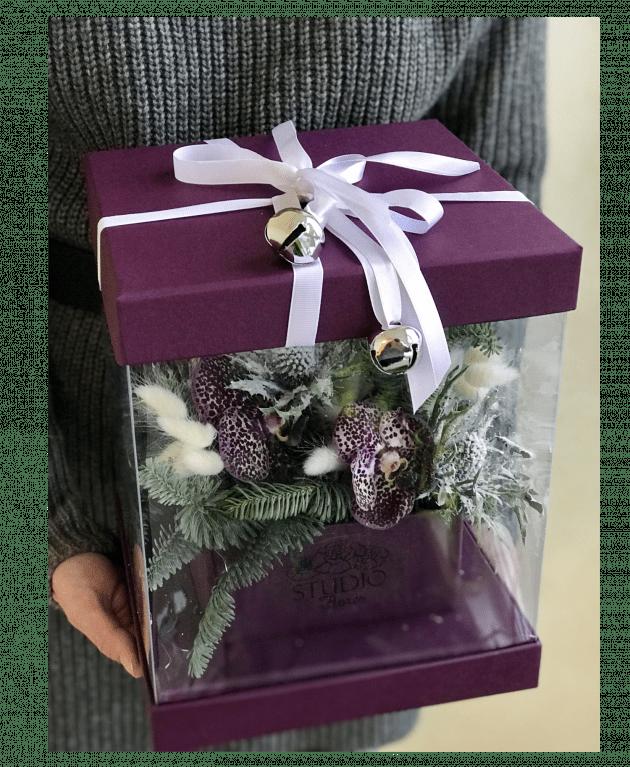 Букет Новорічний сюрприз – Інтернет-магазин квітів STUDIO Flores