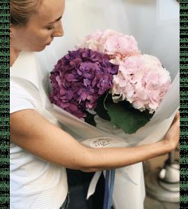 Букет с гортензией – Інтернет-магазин квітів STUDIO Flores