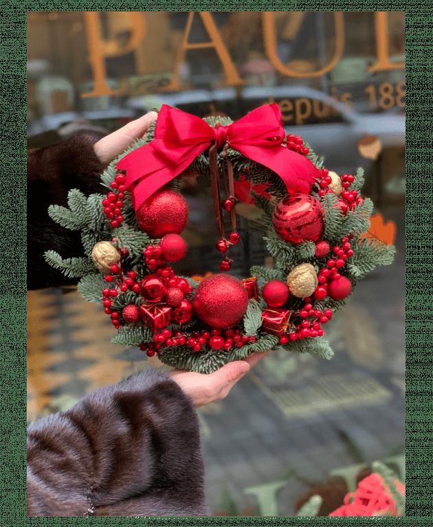 """Венок """"Подарок Санты"""" – Интернет-магазин цветов STUDIO Flores"""