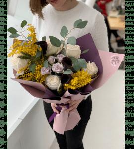 Букет с мимозой и каллами – Интернет-магазин цветов STUDIO Flores