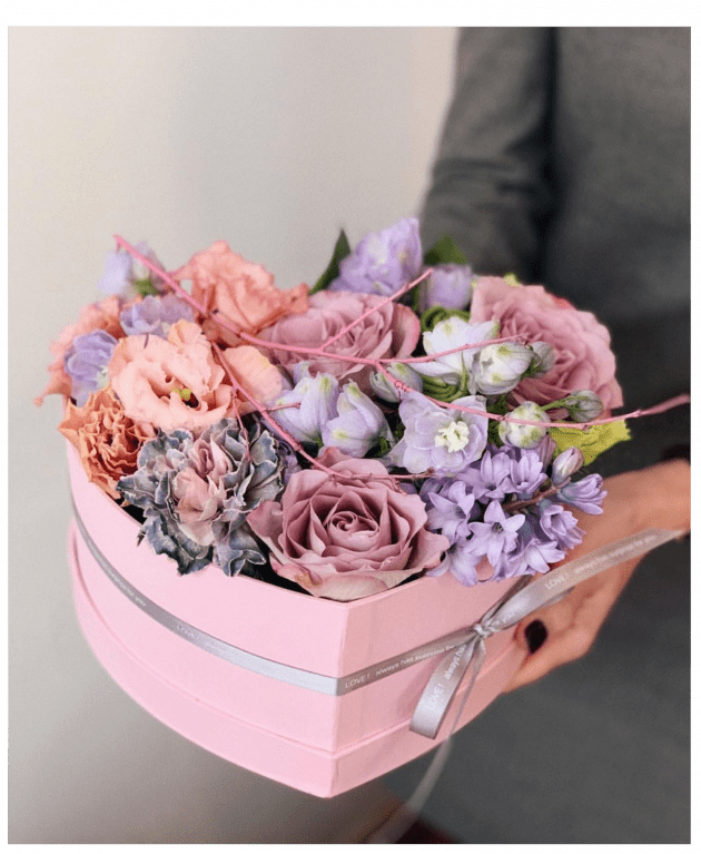 """Букет-сердце """"Love is"""" – Интернет-магазин цветов STUDIO Flores"""