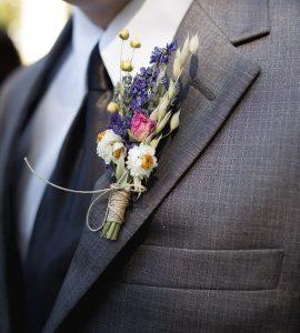 Назначение и выбор цветка для кармана пиджака