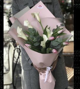 Выбор цветов для мамы девушки