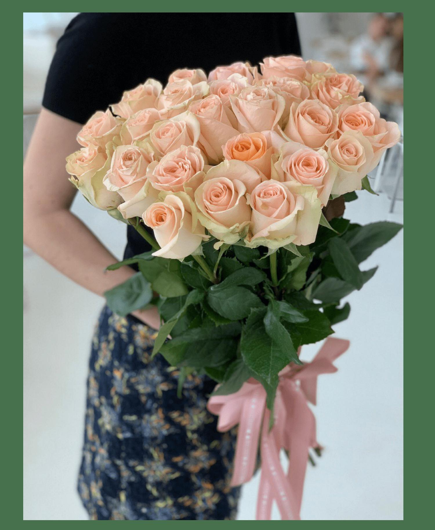 Заказать букет цветов Букет 25 роз Тиффани с доставкой по Киеву | STUDIO Flores