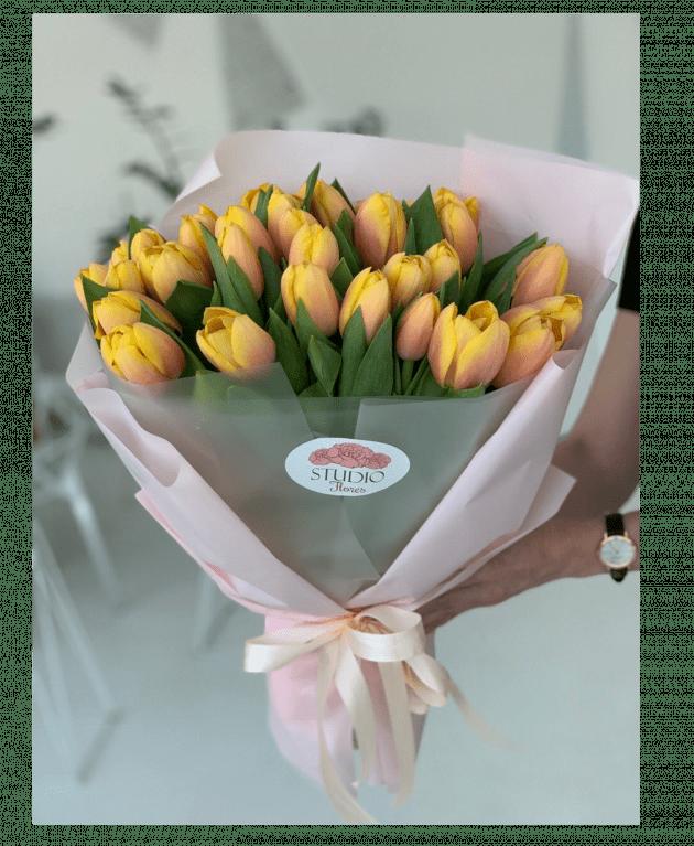 Букет тридцать пять тюльпанов – Интернет-магазин цветов STUDIO Flores