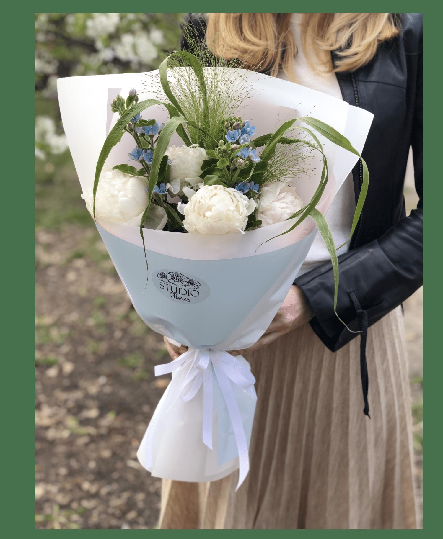 Букет белых пионов – Інтернет-магазин квітів STUDIO Flores
