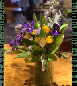 Букет в вазе – Интернет-магазин цветов STUDIO Flores