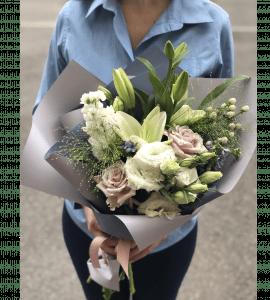 Букет с Лилией – Інтернет-магазин квітів STUDIO Flores
