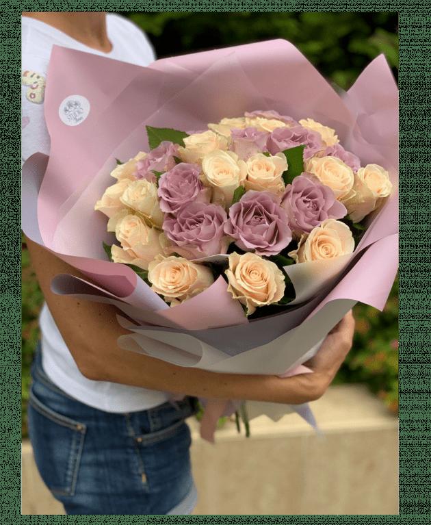 Букет двадцать пять роз ассорти – Интернет-магазин цветов STUDIO Flores