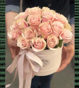 Букет роз в коробке – Интернет-магазин цветов STUDIO Flores