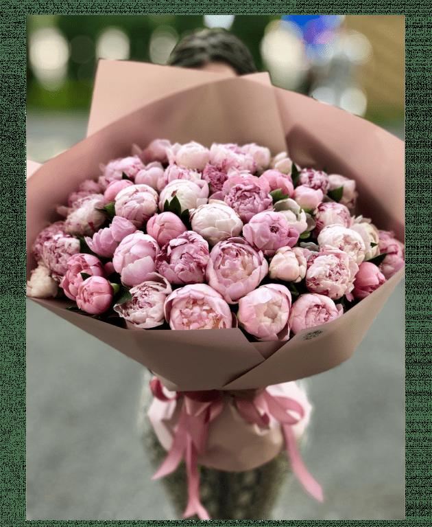 Букет из сорока пяти пионов – Интернет-магазин цветов STUDIO Flores