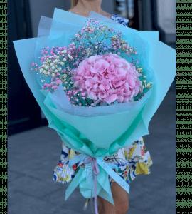 Bouquet with hydrangea and gypsophila – Flower shop STUDIO Flores