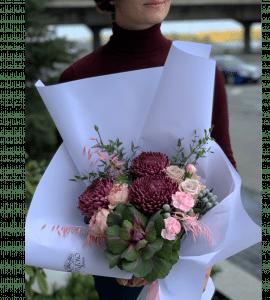 Букет с хризантемами – Интернет-магазин цветов STUDIO Flores