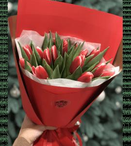 15 красных тюльпанов – Интернет-магазин цветов STUDIO Flores