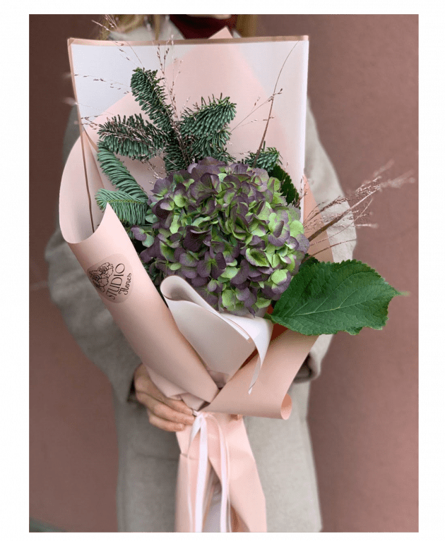 """Букет """"Зимняя гортензия"""" – Интернет-магазин цветов STUDIO Flores"""