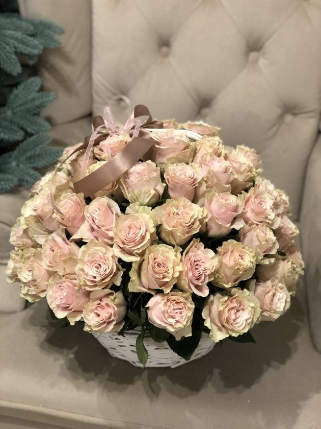 55 роз в корзине – Интернет-магазин цветов STUDIO Flores