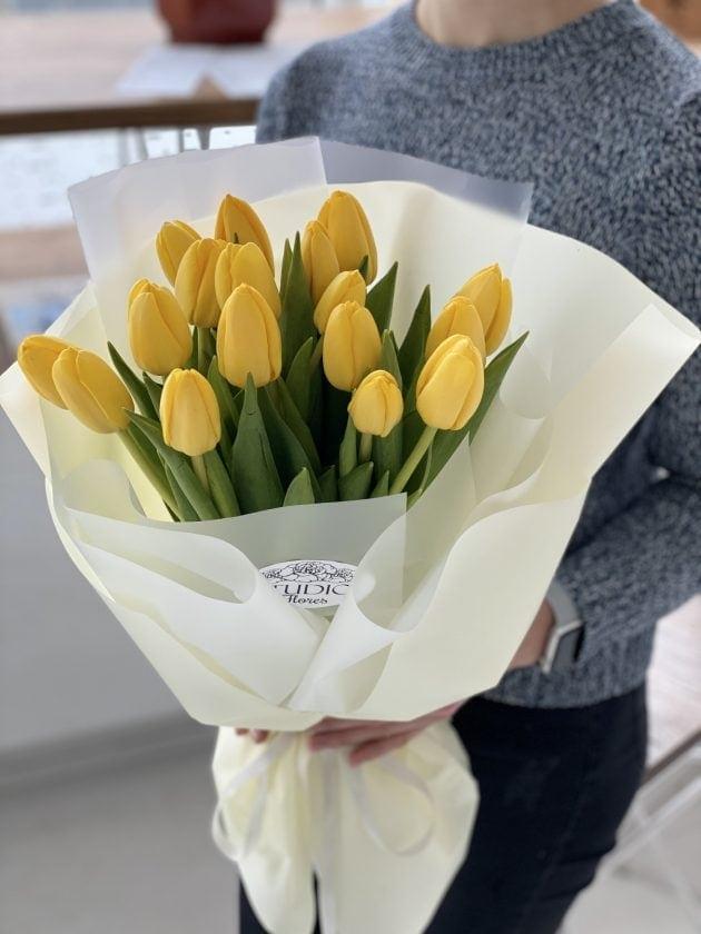 Букет 17 желтых тюльпанов – Интернет-магазин цветов STUDIO Flores