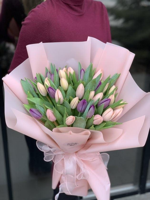 Букет двадцать три тюльпана – Інтернет-магазин квітів STUDIO Flores