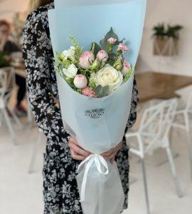 Букет цветов с розами – Інтернет-магазин квітів STUDIO Flores