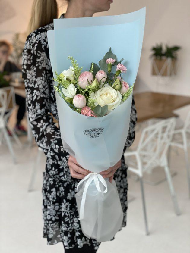 Букет цветов с розами – Интернет-магазин цветов STUDIO Flores