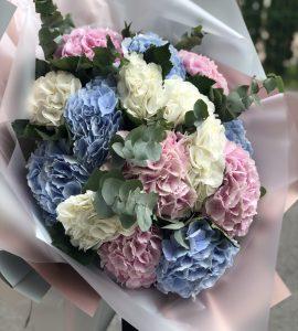 Букет пятнадцать гортензий – Интернет-магазин цветов STUDIO Flores