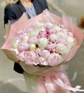 Букет пятьдесят один пион – Интернет-магазин цветов STUDIO Flores