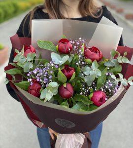 Букет бордовых пионов – Интернет-магазин цветов STUDIO Flores