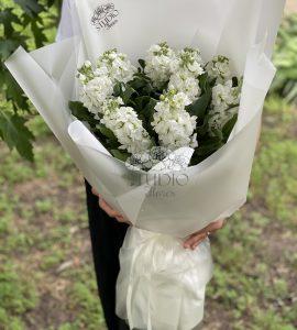 Букет с маттиолой – Интернет-магазин цветов STUDIO Flores