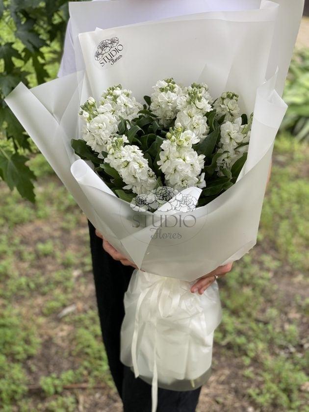 Букет с матиолой – Интернет-магазин цветов STUDIO Flores